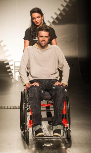 19.nov.2013 - Nadir Rodrigues de Almeida focou no jeans adaptado para deficientes físicos