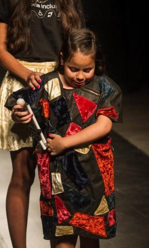 19.nov.2013 - O look criado por Raissa Lopes de Santana tinha um bolso especial para a bengala