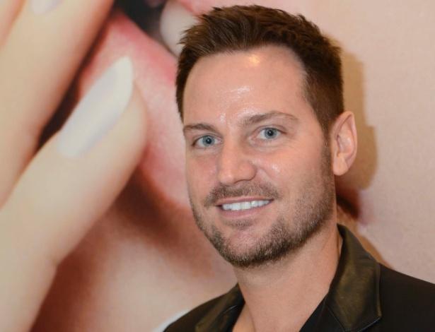 O manicure das famosas Tom Bachik durante evento promovido pela L'Oréal em Paris