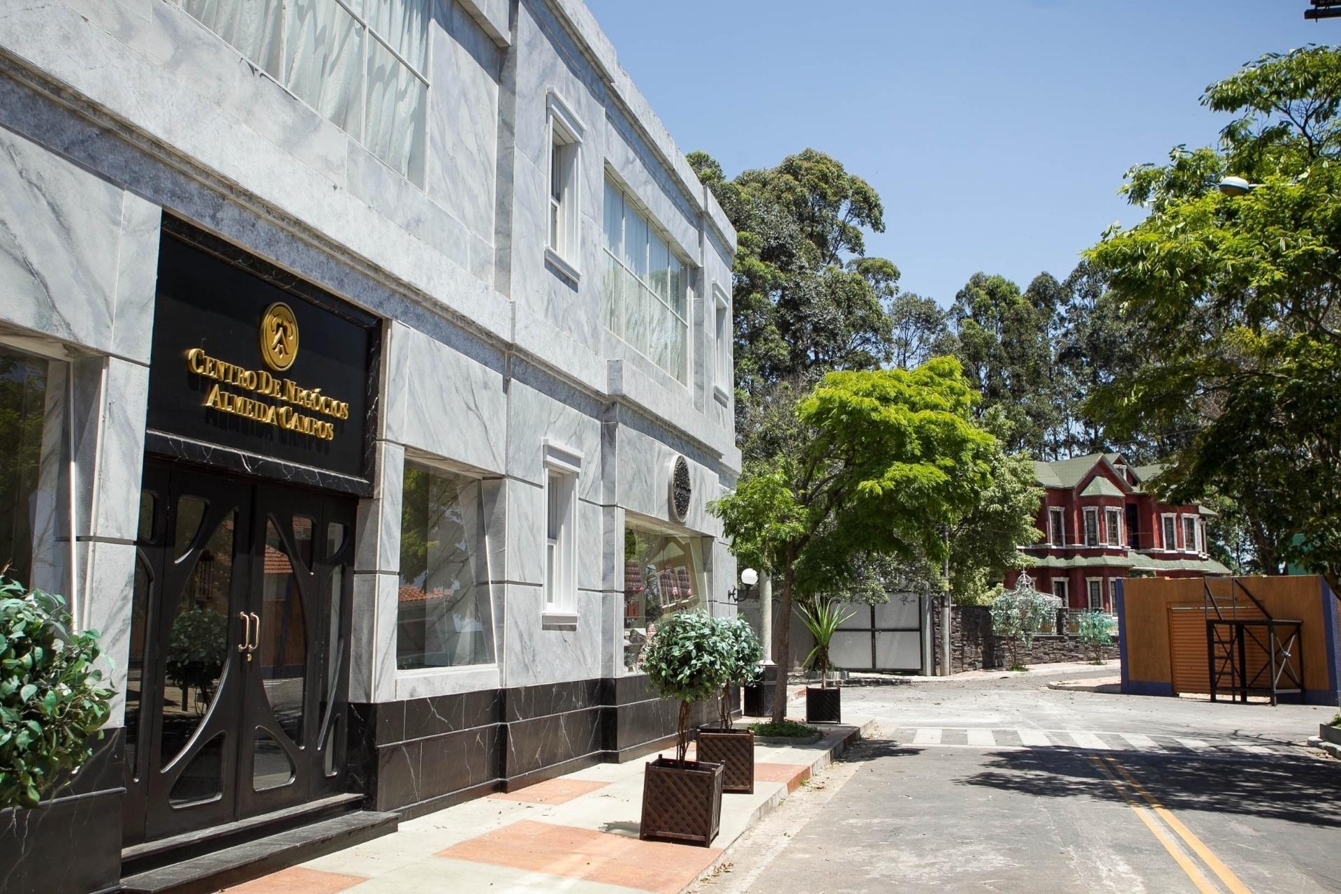 14.nov.2013 - Detalhe para empresa da família Almeida Campos na cidade cenográfica de