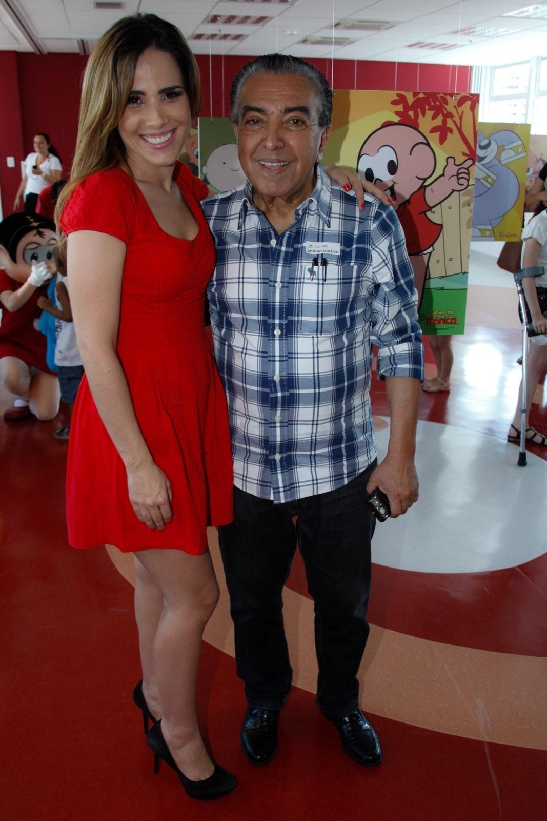 21.nov.2013 - Wanessa Camargo se encontrou com o cartunista e criador da