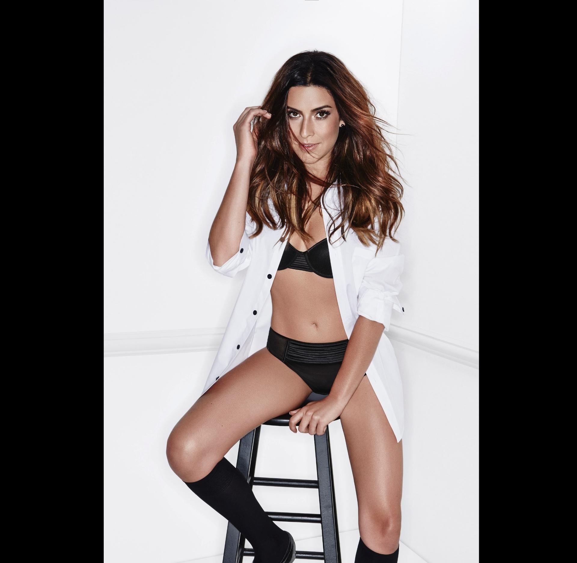 21.nov.2013- Fernanda Paes Leme em foto provocante só de lingerie