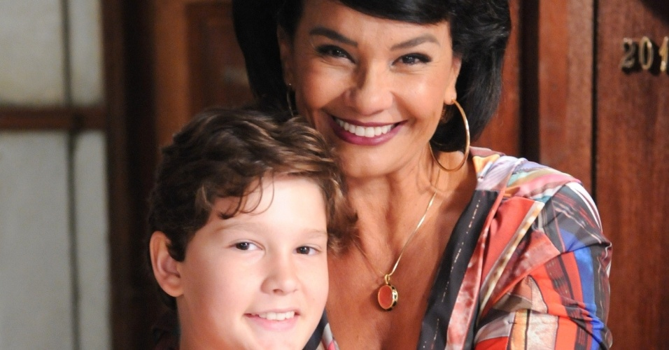 "2013 - Solange Couto é Betty Valle, mãe de Laura (Carla Cabral), em ""Pecado Mortal"""