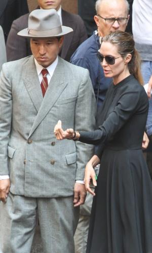 21.nov.2013 - Angelina Jolie dirige seu novo filme