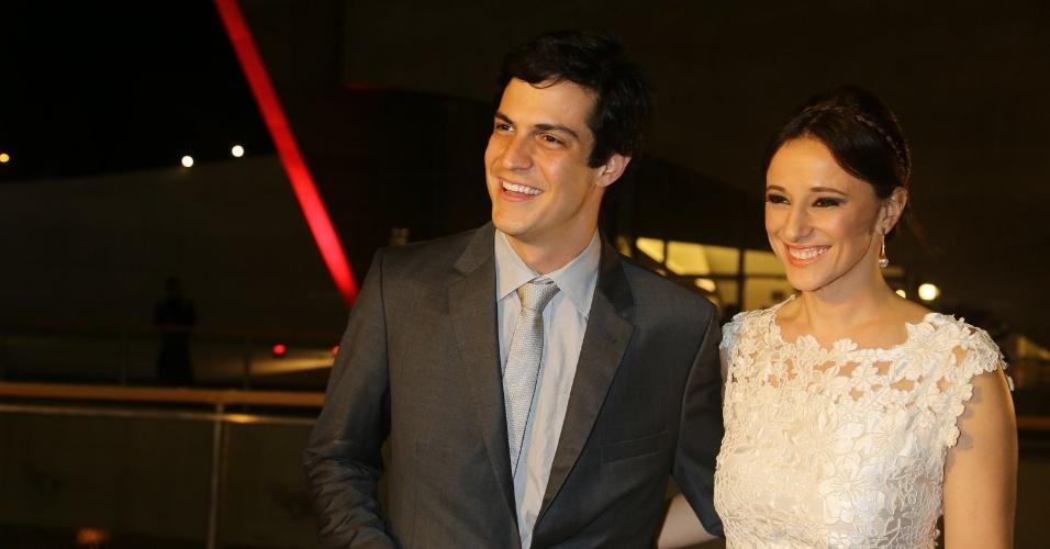 23.nov.2013 - Mateus Solano e a mulher Paula Braun participam do especial de fim de ano de Roberto Carlos, na Globo
