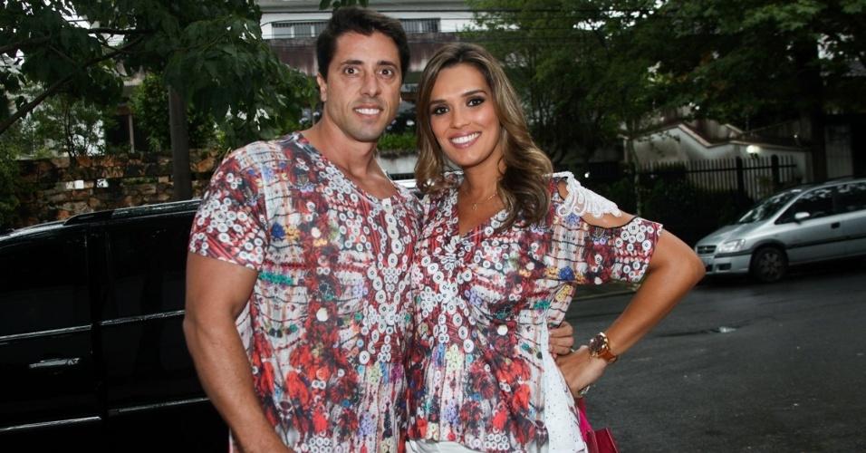 23.nov.2013 - A jornalista Karyn Bravo e o marido, André Loureiro, no aniversário da jornalista Ticiana Villas Boas no Jardim Europa, em São Paulo