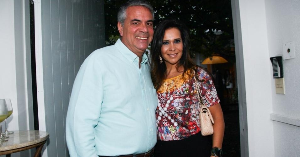 23.nov.2013 - Fernando Meira e a mulher no aniversário da jornalista Ticiana Villas Boas no Jardim Europa, em São Paulo