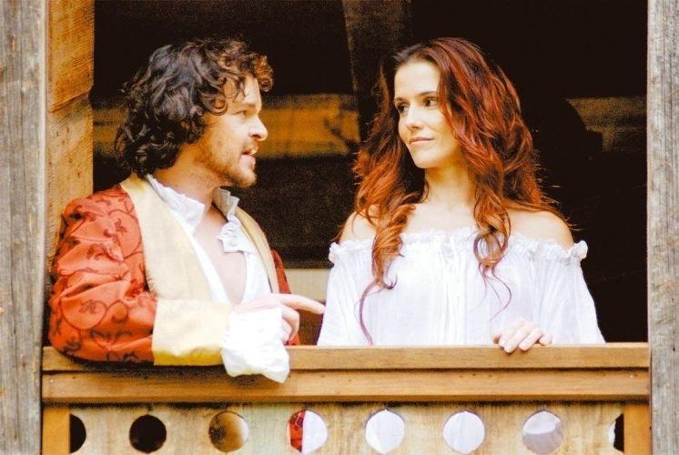 """Em """"Decamerão - A Comédia do Sexo"""", Deborah interpreta Monna, mulher de Tofano (Matheus Nachtergaele)"""