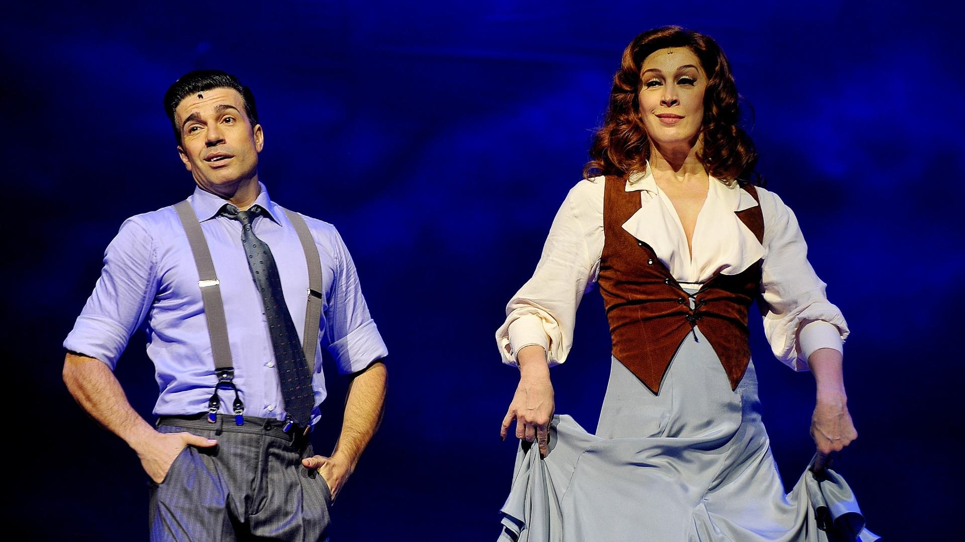 26.nov.2013 - Cláudia Raia e Jarbas Homem de Mello estreiam espetáculo musical da Broadway