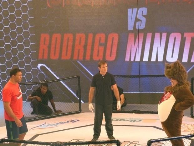 27.nov.2013 - Minotauro grava participação especial no humorístico
