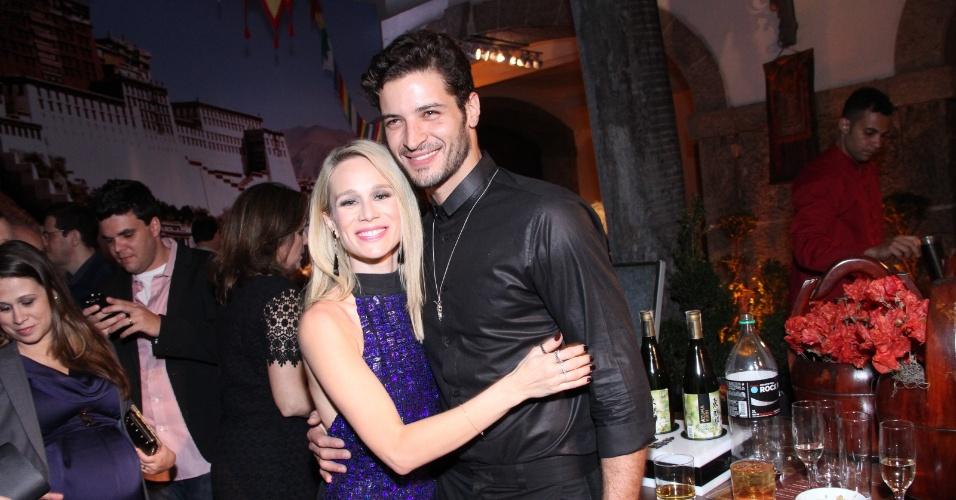 """5.set.2013 - Leandro Lima posa com Mariana Ximenes na festa de lançamento da novela """"Joia Rara"""""""