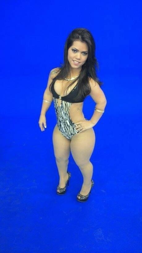 Karina diz que não teria problema em posar nua e que tem vontade de fotografar para uma revista masculina