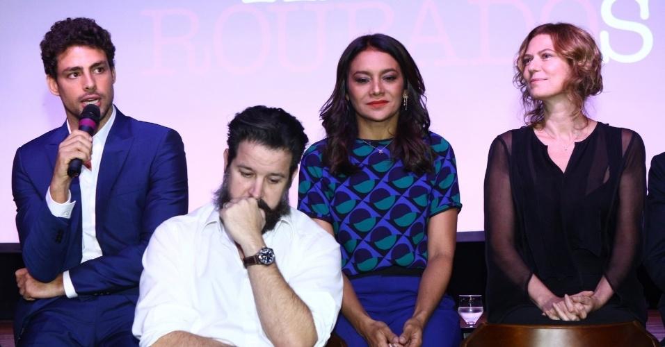 """28.nov.2013 - Cauã Reymond fala sobre a minissérie """"Amores Roubados"""", onde faz par romântico com Isis Valverde"""