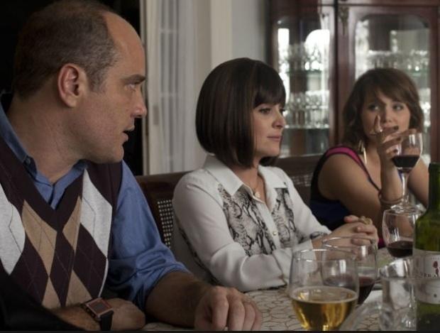 Paulo Tiefenthaler, Gabriela Duarte e Letícia Colin, em cena da série