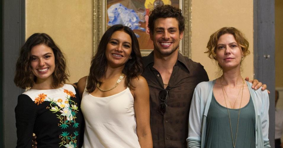 29.nov.2013 - Ísis Valverde, Dira Paes, Cauã Reymond e Patrícia Pillar estão na minissérie