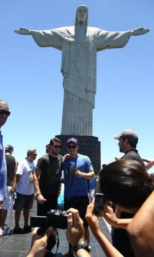 29.nov.2013 - Joshua Bowman visitou o Cristo Redentor, ponto turístico do Rio