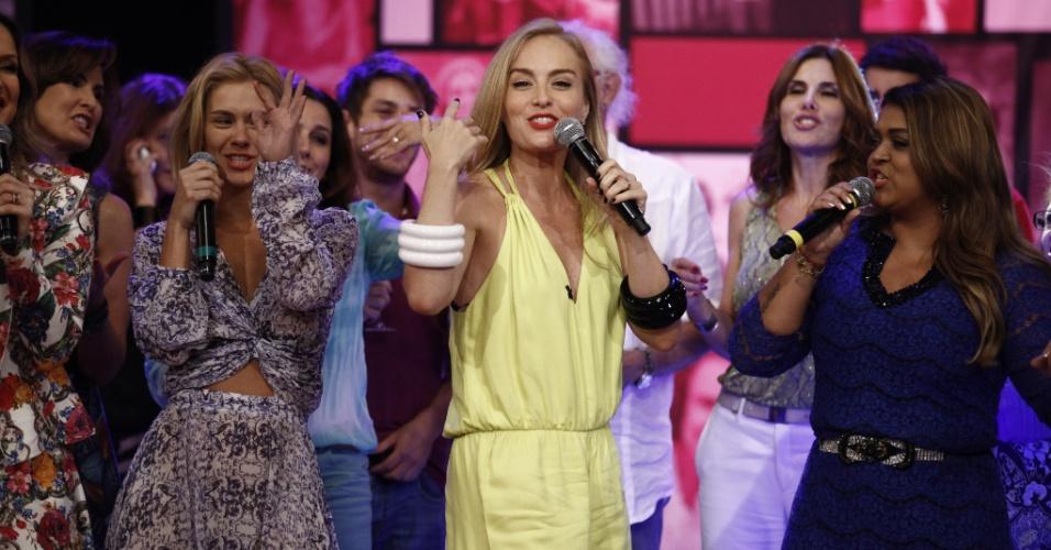 """30.nov.2013 - Luciano Huck homenageou a mulher, Angélica, pelos 40 anos no """"Caldeirão do Huck"""""""