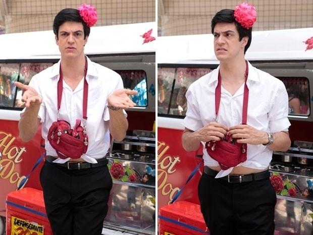 """Em """"Amor à Vida"""", Félix usa flor no cabelo para vender hot dog"""