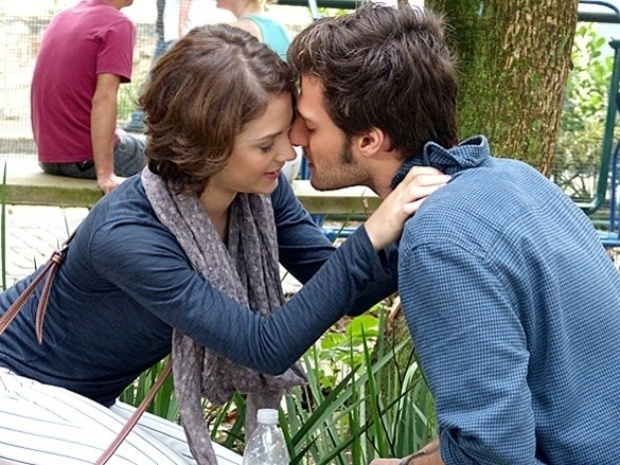"""Em """"Malhação"""", Martin se oferece para ajudar Micaela a conquistar Paulino"""