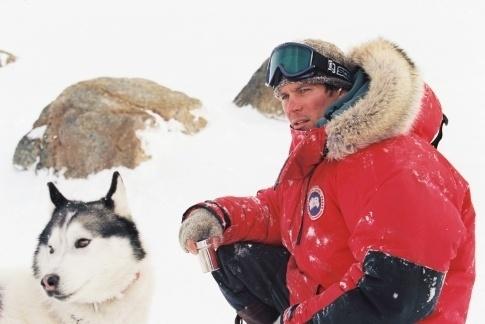 """2006 - O ator Paul Walker no filme de aventura """"Resgate Abaixo de Zero"""""""