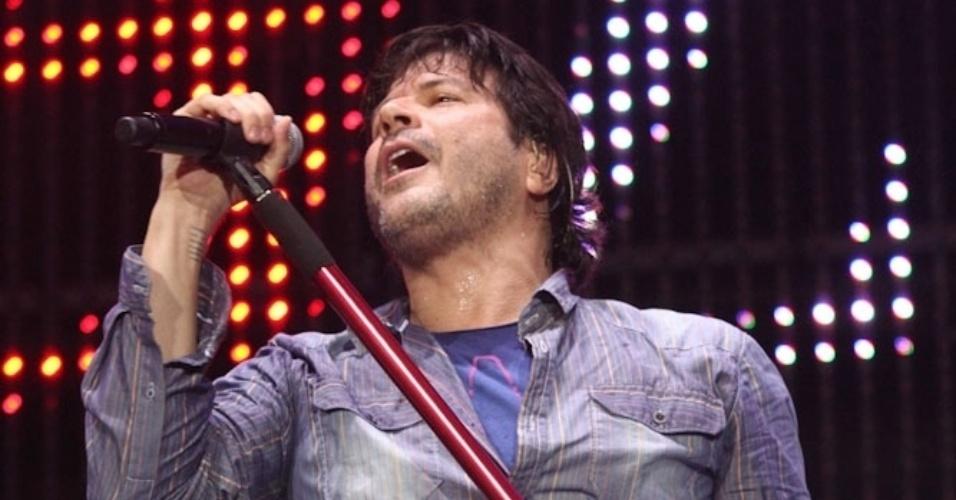 30.nov.2013 - Paulo Ricardo canta