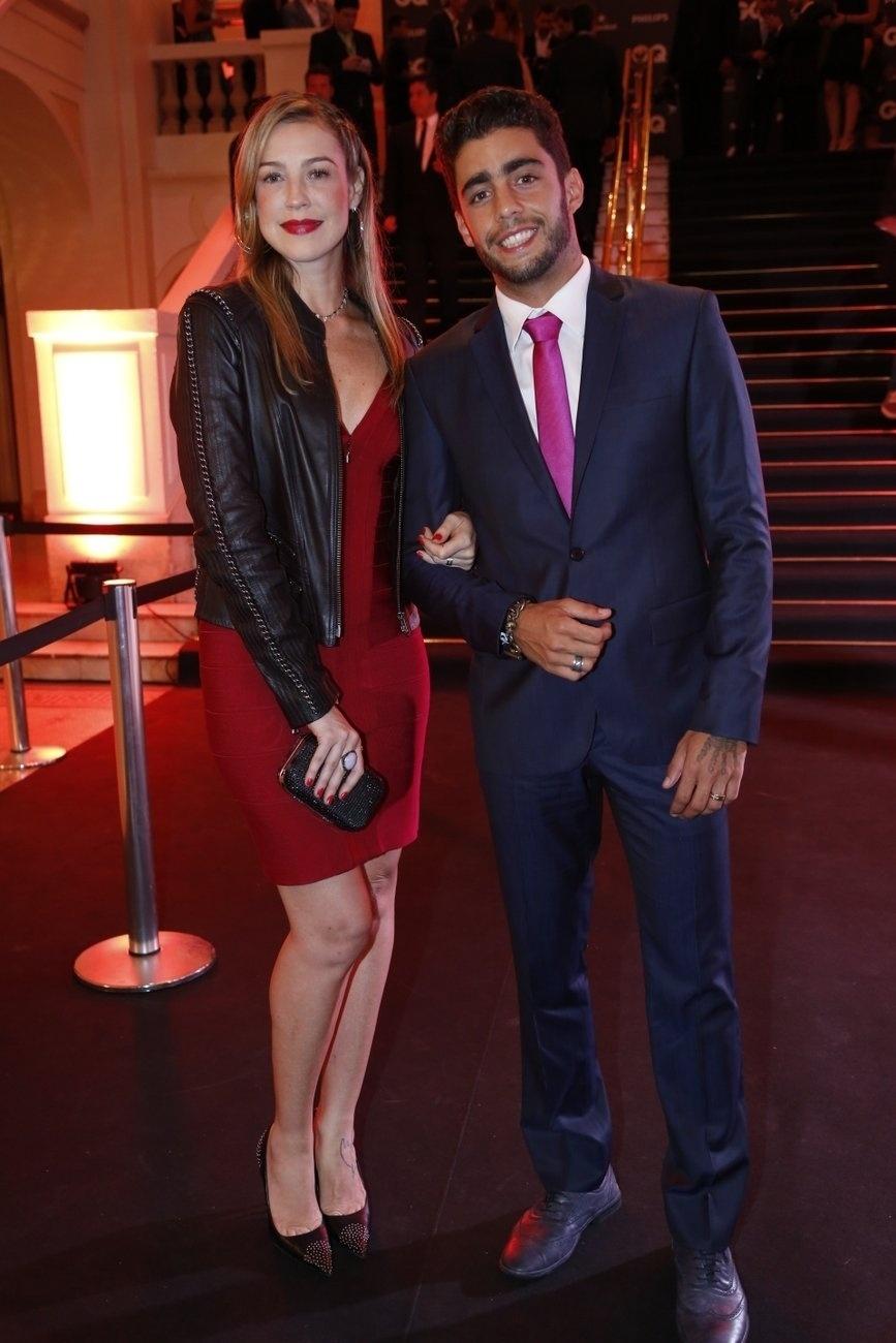 2.dez.2013- Luana Piovani e Pedro Scooby conferem premiação da revista