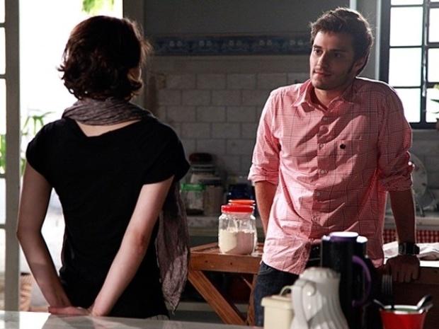 """Em """"Malhação"""", Martin descobre que Micaela queria beijá-lo"""