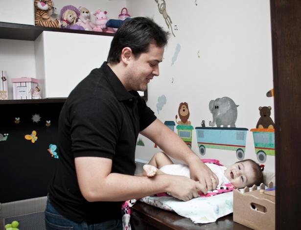 Gabriel Luiz do Lago quis participar ativamente da gestação da filha, Lara, e colocou um aplicativo em seu celular para acompanhar o desenvolvimento da menina na barriga da mãe