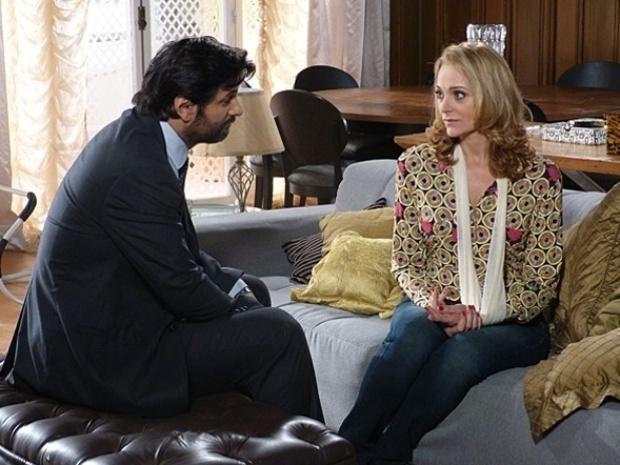 """Em """"Malhação"""", Maura inventa desculpa para não dançar com Hernandez"""