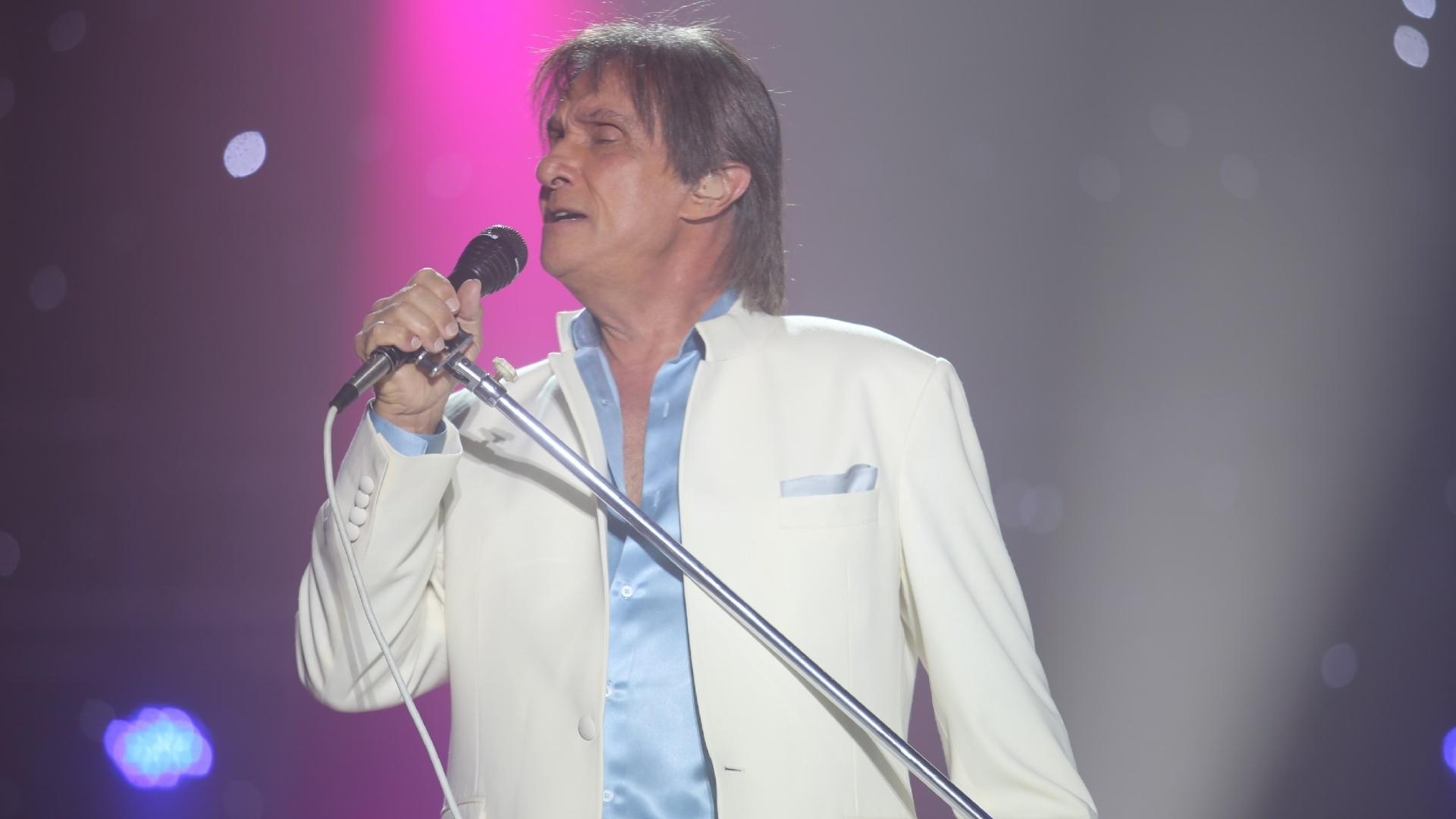 4.dez.2013 - Roberto Carlos se apresenta em Teresina após 10 anos longe da capital do Piauí. O show do cantor, acontecido no Theresina Hall teve cerca de 20 mil pagantes