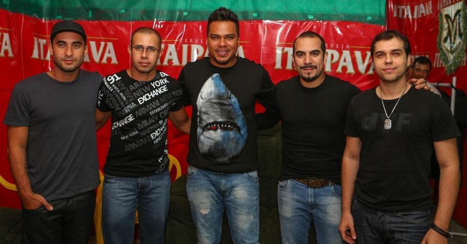 7.dez.2013 - O grupo Sorriso Maroto se apresentou na festa de 13 anos da escola de samba Mancha Verde