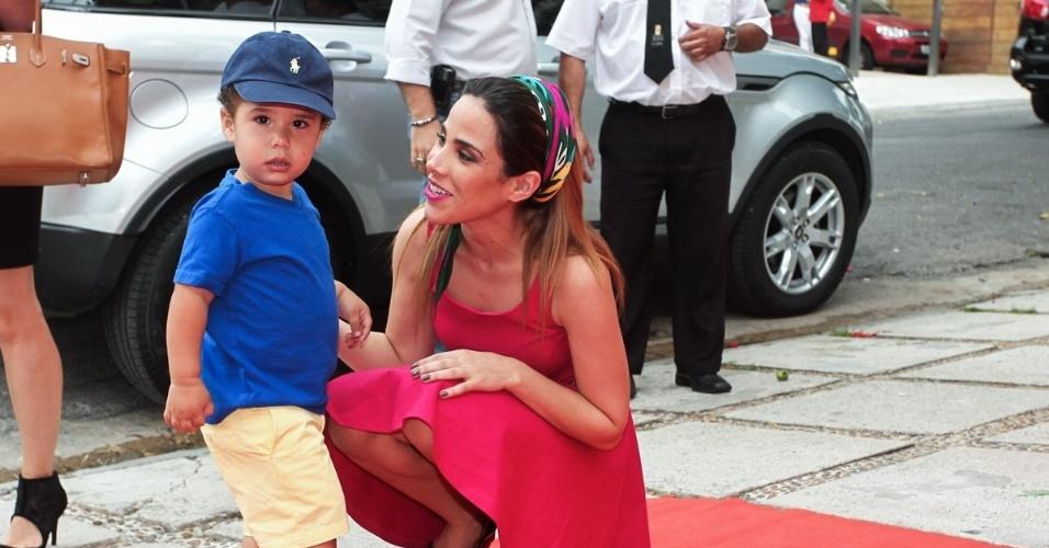 11.dez.2013 - Grávida do segundo filho, Wanessa Camargo posa com o filho José Marcus, que comemorou seu aniversário de 2 anos em São Paulo nesta quarta-feira. O menino é fruto do relacionamento da cantora com o empresário Marcus Buaiz