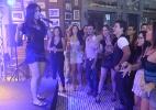 """Em """"Amor à Vida"""", Anitta se apresenta no bar dos médicos - Divulgação/TV Globo"""