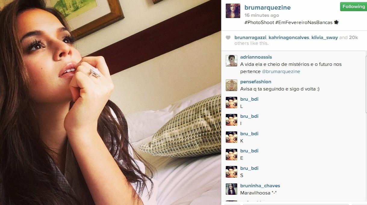 13.dez.2013- Em meio a boatos sobre crise no namoro com Neymar, Bruna Marquezine publica foto em ensaio para revista: