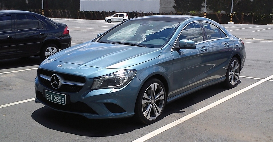 Mercedes-Benz CLA foi flagrado pelo leitor Lucas Nabarrette no Shopping de Limeira, no interior de SP