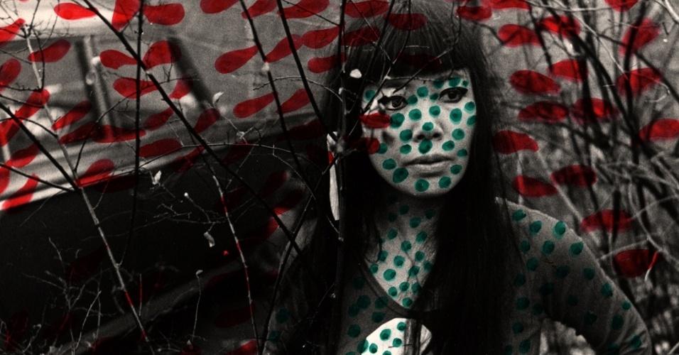 """Obra """"Self-Obliteration"""" (1967), de Yayoi Kusama. A exposição """"Obssessão Infinita"""" da artista plástica japonesa Yayoi Kusama fica em cartaz no CCBB RJ (Av. Primeiro de Março, 66, Centro) até 26 de janeiro de 2014. A visitação é de quarta a segunda, das 9h às 21h, com entrada gratuita."""