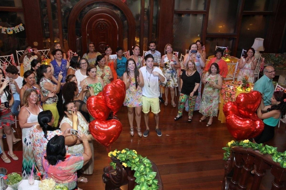 13.dez.2013 - Cerca de 100 pessoas, entre amigos e familiares, prestigiam a festa que os fãs organizaram para os ex-BBBs Nasser Rodrigues e Andressa Ganacin