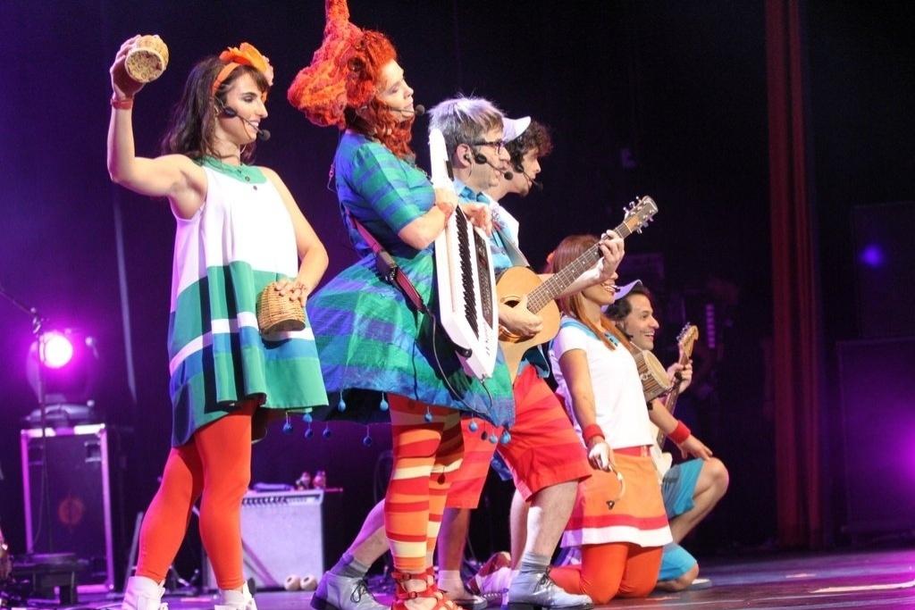 15.dez.2013 - Paulo Tatit e Sandra Peres, cantores do Palavra Cantada, fazem show no Rio