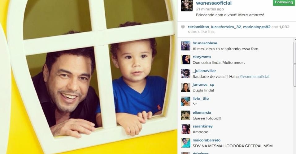 16.dez.2013- Wanessa registra momento de diversão de Zezé di Camargo com o neto José Marcus em sua festa de dois anos