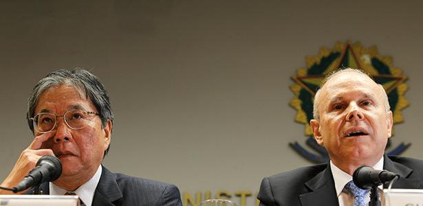 Luiz Moan, presidente da Anfavea, e Guido Mantega, ministro da Fazenda, em Brasília (DF)