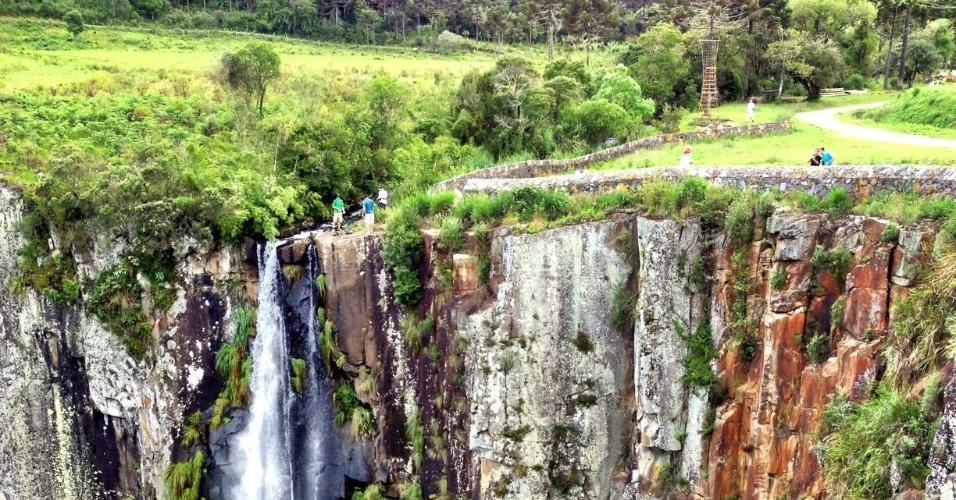 No município catarinense de Urubici, em uma das rotas que ligam Florianópolis com o Rio Grande do Sul, surge a Cachoeira do Avencal, queda d`água com 100 metros de altura que pode ser admirada a partir de mirantes. A entrada à área do cachoeira custa R$ 3