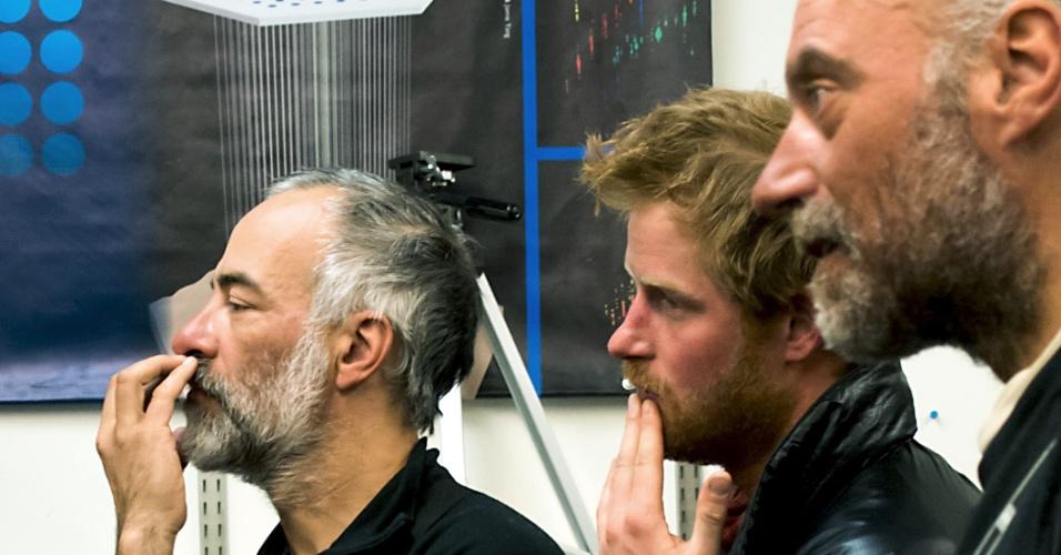 16.dez.2013 - Príncipe Harry exibe barba ruiva após terminar caminhada de duas semanas na Antártida. O irmão de William, de 29 anos, chegou com mais três equipes ao Pólo Sul na última sexta-feira (13), concluindo uma caminhada de mais de 330 km