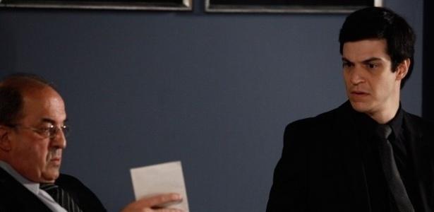 """Em """"Amor à Vida"""", Félix entrega à polícia carta na qual Glauce confessa assassinatos"""
