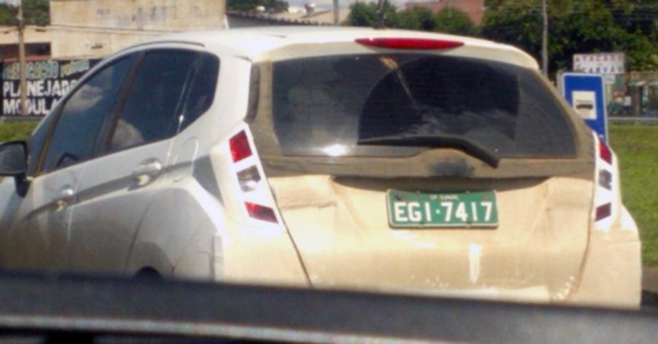 Nova geração do Fit é flagrada sob camuflagem pesada em estrada no interior de SP