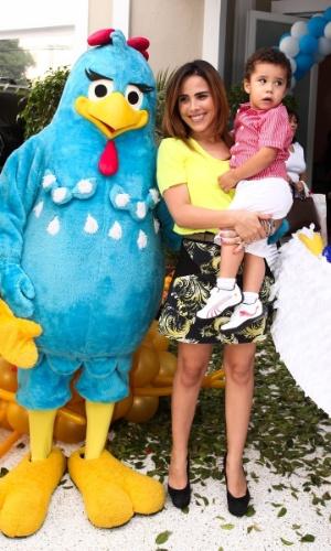 19.dez.2013 - Grávida, Wanessa prestigiou o aniversário de um ano de Helena, filha de Rodrigo Faro. A cantora foi acompanhada do filho, José Marcus
