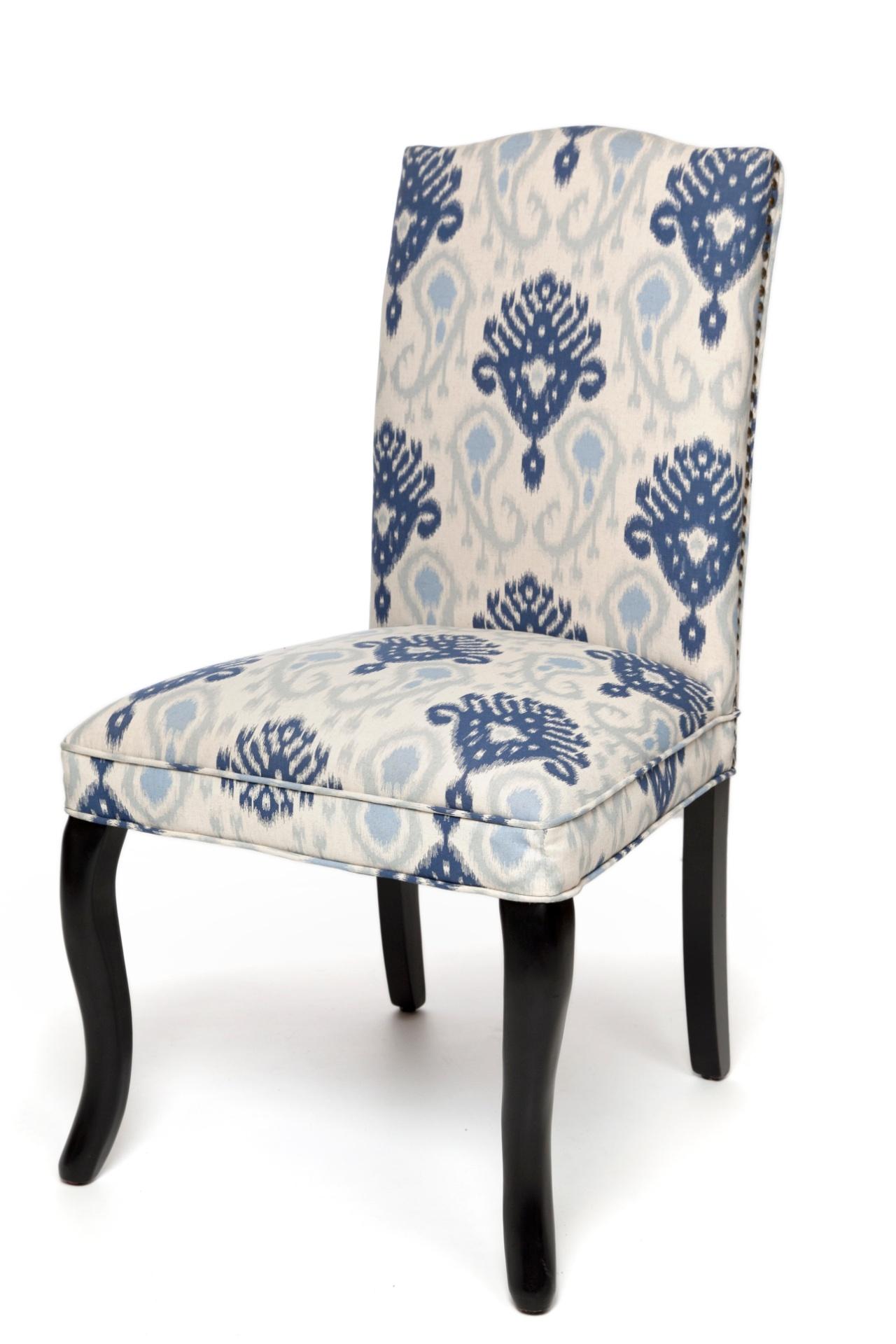 cadeira para mesa de jantar tem estrutura de madeira e assento  #3A4A6A 1280x1920