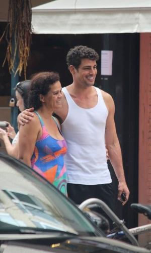 21.dez.2013 - Cauã Reymond passei com a família no Rio