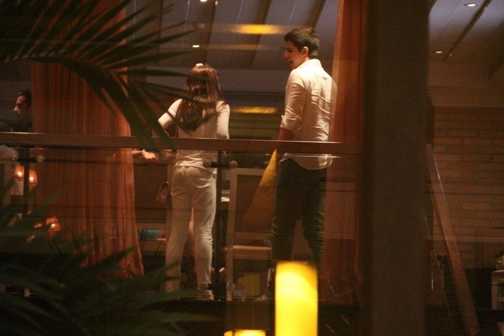 23.dez.2013 - Enzo e Sophia vão ao aniversário de 47 anos da mãe, Claudia Raia, em restaurante na zona oeste do Rio
