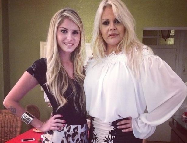 24.dez.2013 - Bárbara e Monique Evans se reencontraram na noite de Natal