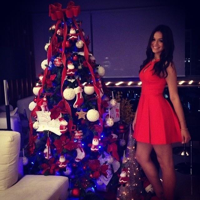 24.dez.2013 - Bruna Marquezine mostra decoração natalina em sua casa